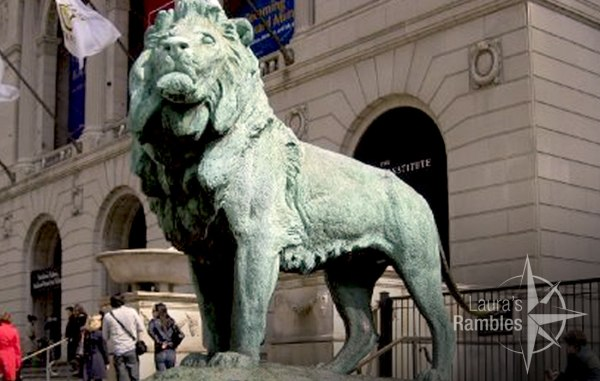 Lion statue outside the Art Institute of Chicago